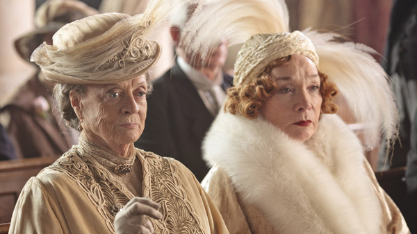 DowntonAbbey_S3E1_VioletMarthaWedding_600