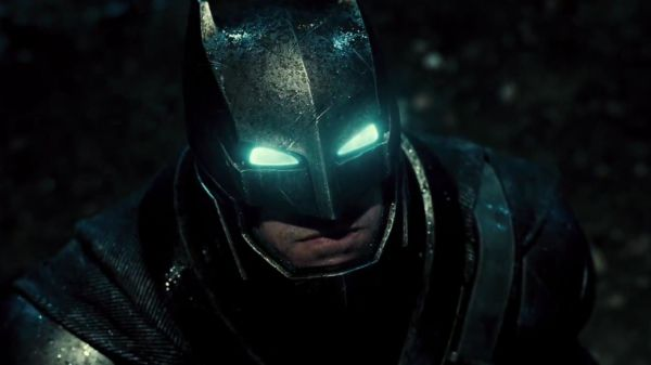 breaking-first-full-look-at-armored-batfleck-in-batman-v-superman-383995