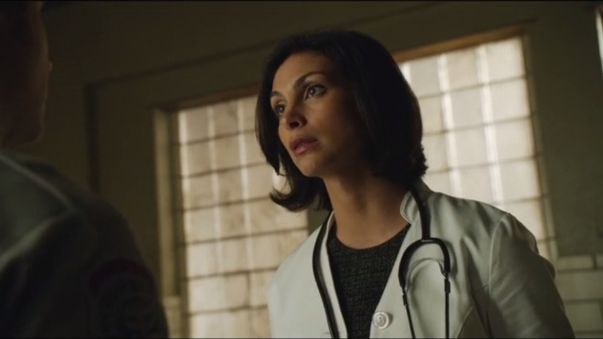rogues-gallery-morena-baccarin-as-dr-leslie-thompkins