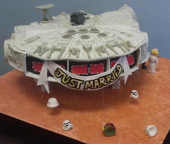 Star-Wars-Millennium-Falcon-Wedding-Cake-Back