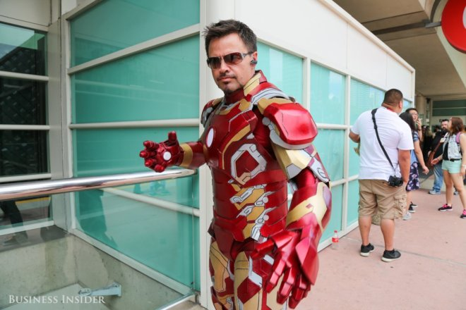 superheroes-are-in-no-short-supply-this-cosplayer-bears-a-stark-resemblance-to-iron-man