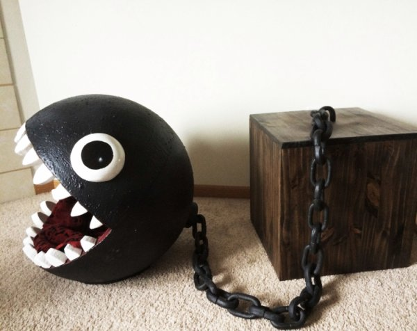 Chain-Chomp-Cat-Bed-Img-1