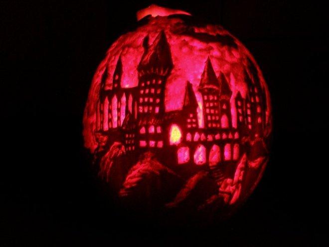 hogwarts_pumpkin_by_ebonyeagle-d5jcm8o