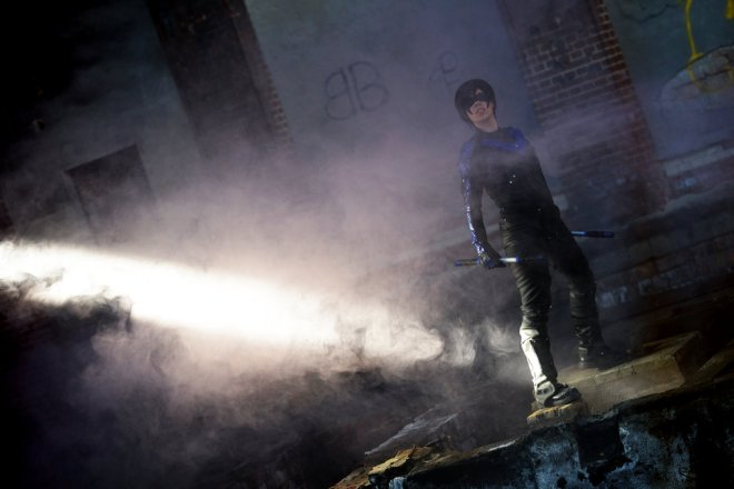 nightwing__light_in_the_dark_by_tenraii-d8qnwwr